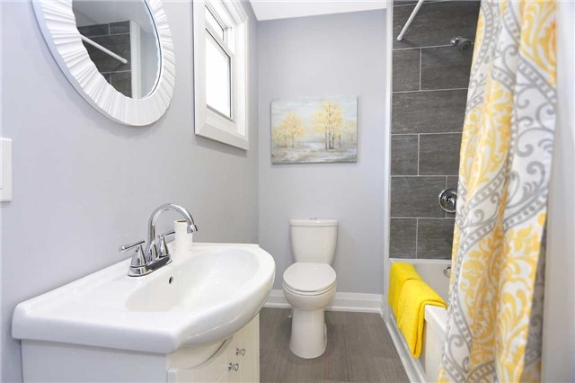 Detached at 829 Athol St, Whitby, Ontario. Image 5