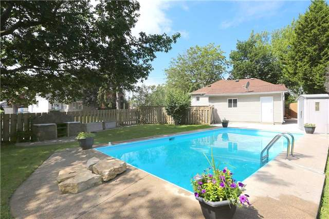 Detached at 829 Athol St, Whitby, Ontario. Image 10