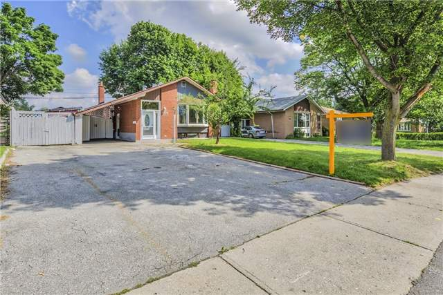 Detached at 3806 Lawrence Ave E, Toronto, Ontario. Image 1