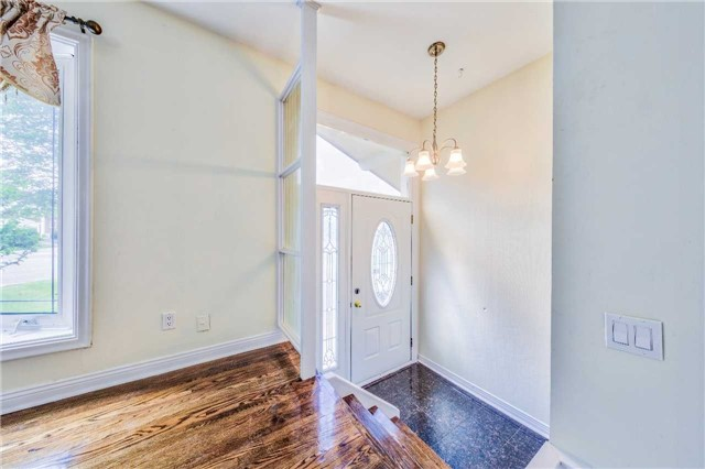 Detached at 3806 Lawrence Ave E, Toronto, Ontario. Image 12