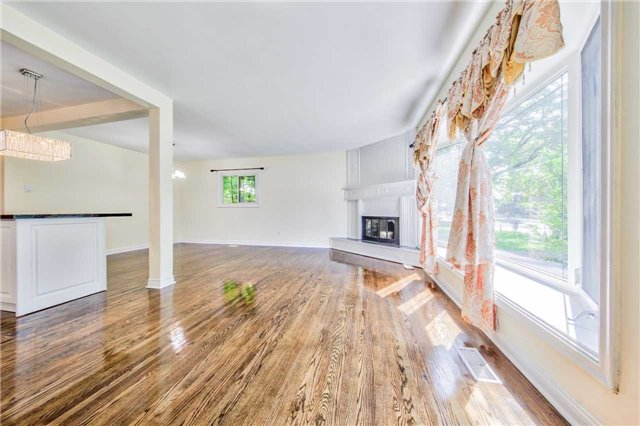 Detached at 3806 Lawrence Ave E, Toronto, Ontario. Image 13