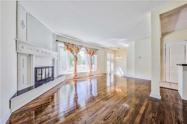 Detached at 3806 Lawrence Ave E, Toronto, Ontario. Image 14