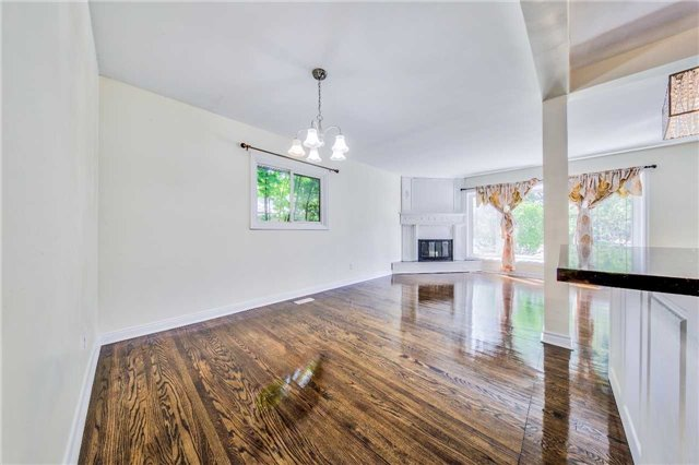 Detached at 3806 Lawrence Ave E, Toronto, Ontario. Image 15