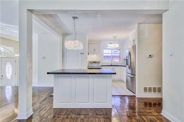 Detached at 3806 Lawrence Ave E, Toronto, Ontario. Image 16