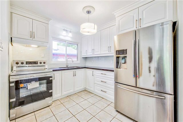 Detached at 3806 Lawrence Ave E, Toronto, Ontario. Image 18