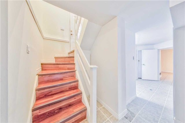 Detached at 3806 Lawrence Ave E, Toronto, Ontario. Image 6