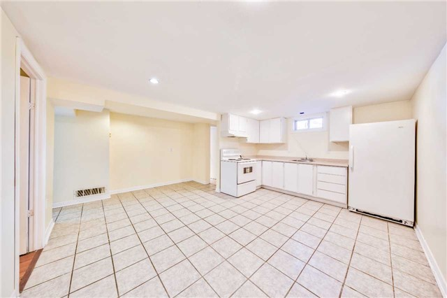 Detached at 3806 Lawrence Ave E, Toronto, Ontario. Image 7