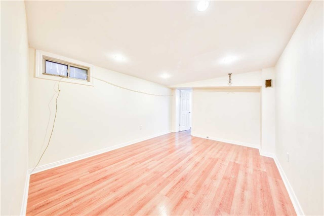 Detached at 3806 Lawrence Ave E, Toronto, Ontario. Image 8