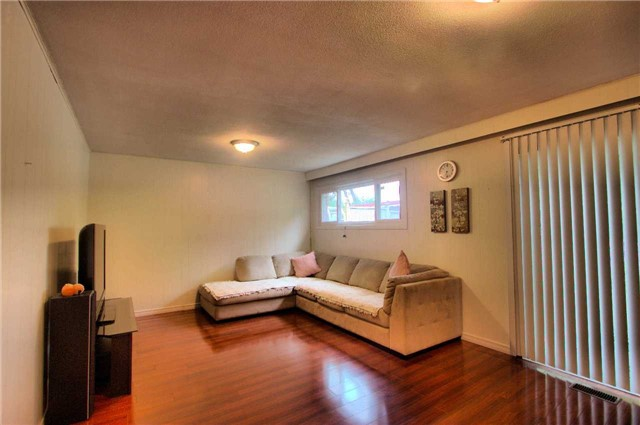 Detached at 904 Kennedy Rd, Toronto, Ontario. Image 11