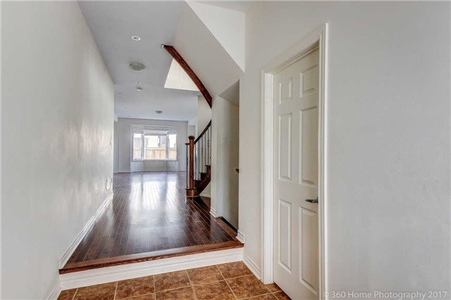 Detached at 3 Sandgate St, Whitby, Ontario. Image 12