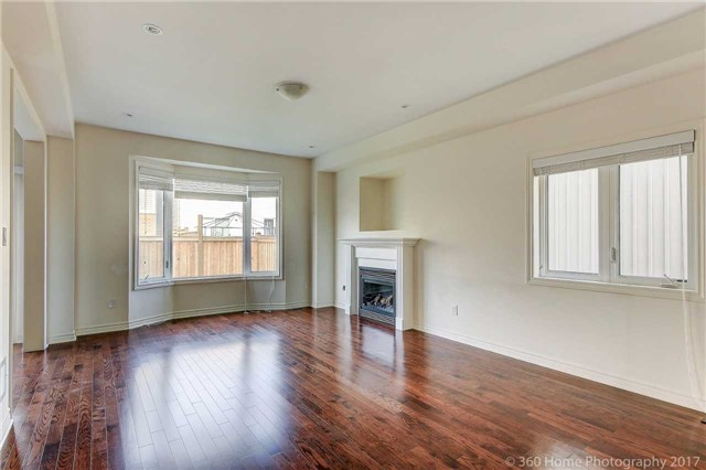 Detached at 3 Sandgate St, Whitby, Ontario. Image 14