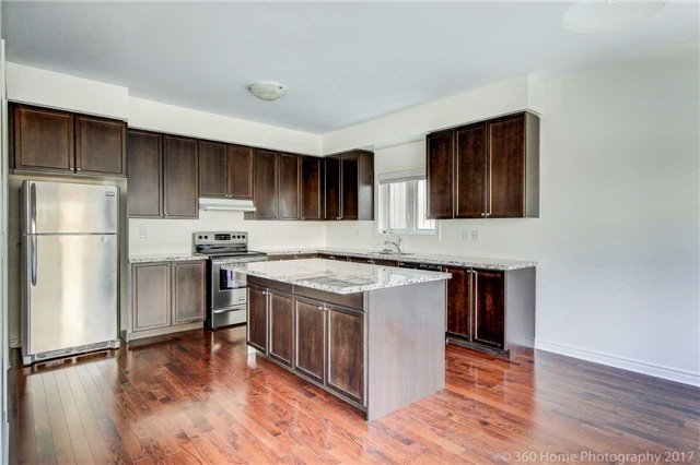 Detached at 3 Sandgate St, Whitby, Ontario. Image 16