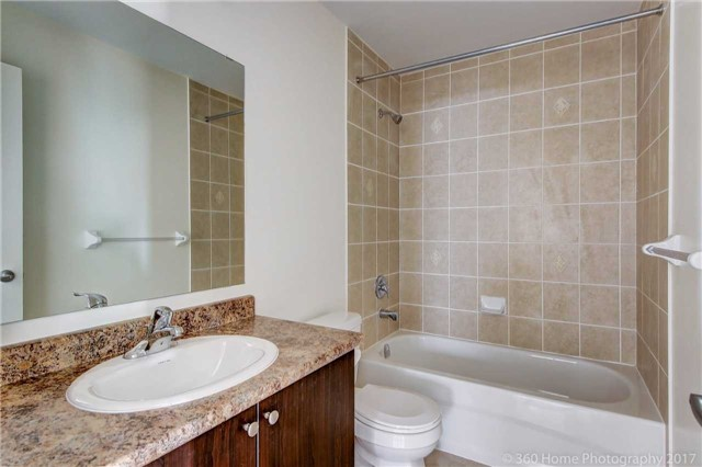 Detached at 3 Sandgate St, Whitby, Ontario. Image 4