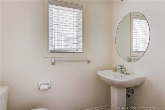 Detached at 3 Sandgate St, Whitby, Ontario. Image 6