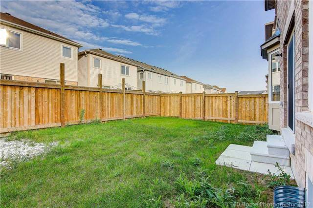Detached at 3 Sandgate St, Whitby, Ontario. Image 11