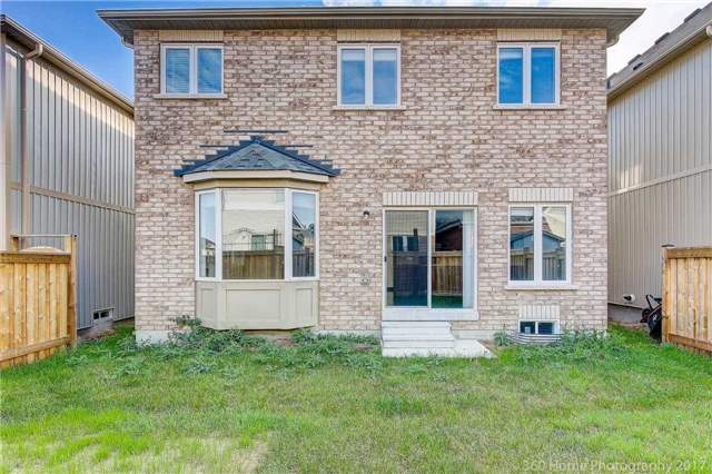 Detached at 3 Sandgate St, Whitby, Ontario. Image 13