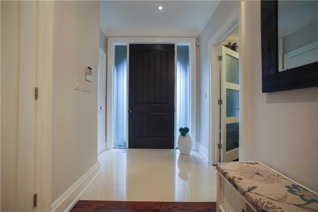 Detached at 1 Dustan Cres E, Toronto, Ontario. Image 12