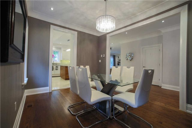Detached at 1 Dustan Cres E, Toronto, Ontario. Image 15