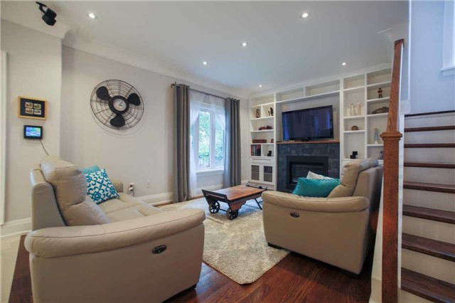 Detached at 1 Dustan Cres E, Toronto, Ontario. Image 16