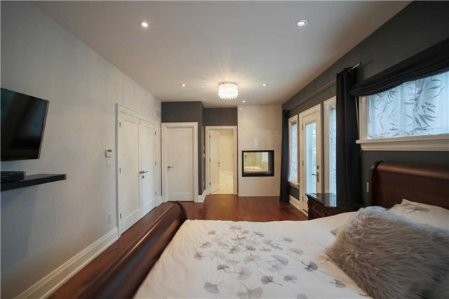 Detached at 1 Dustan Cres E, Toronto, Ontario. Image 19