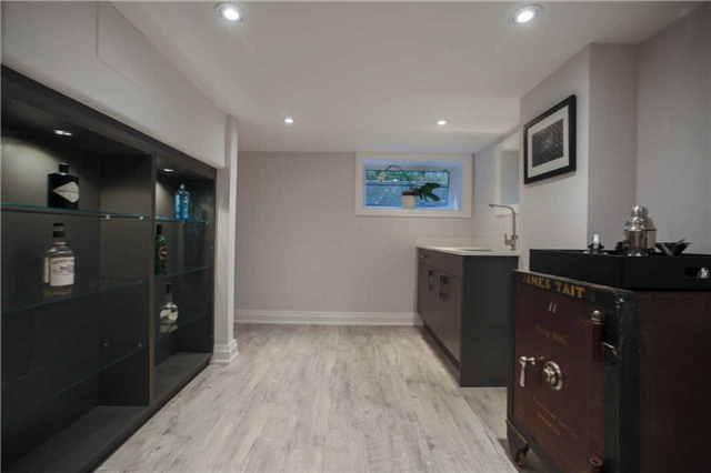 Detached at 1 Dustan Cres E, Toronto, Ontario. Image 9