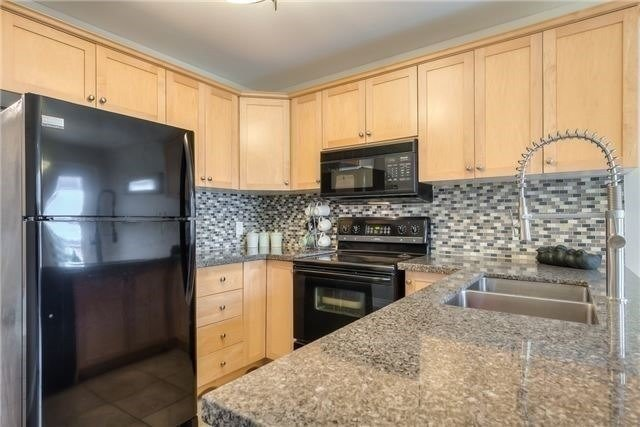 Detached at 213 Willowbrook Dr, Whitby, Ontario. Image 2