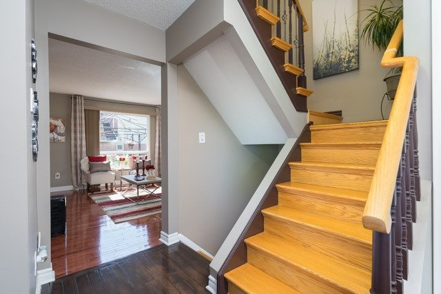 Link at 2 Elmeroy Crt, Whitby, Ontario. Image 4