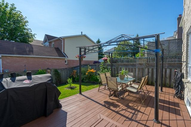 Link at 2 Elmeroy Crt, Whitby, Ontario. Image 9