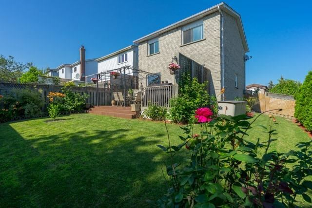 Link at 2 Elmeroy Crt, Whitby, Ontario. Image 11