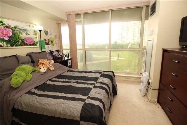 Condo Apartment at 5 Greystone Walk Dr, Unit 413, Toronto, Ontario. Image 15