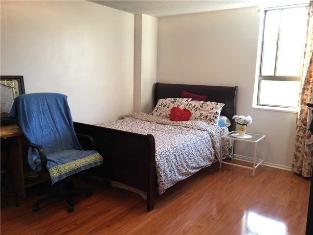 Condo Apartment at 121 Trudelle St, Unit 412, Toronto, Ontario. Image 15