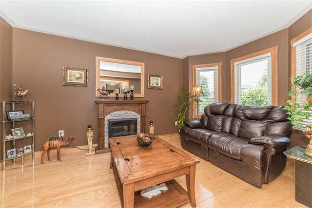 Detached at 1081 Beaver Valley Cres, Oshawa, Ontario. Image 15