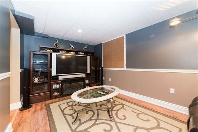 Detached at 1081 Beaver Valley Cres, Oshawa, Ontario. Image 9