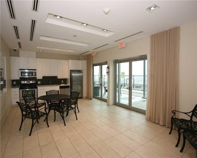 Condo Apartment at 1235 Bayly St, Unit 714, Pickering, Ontario. Image 15
