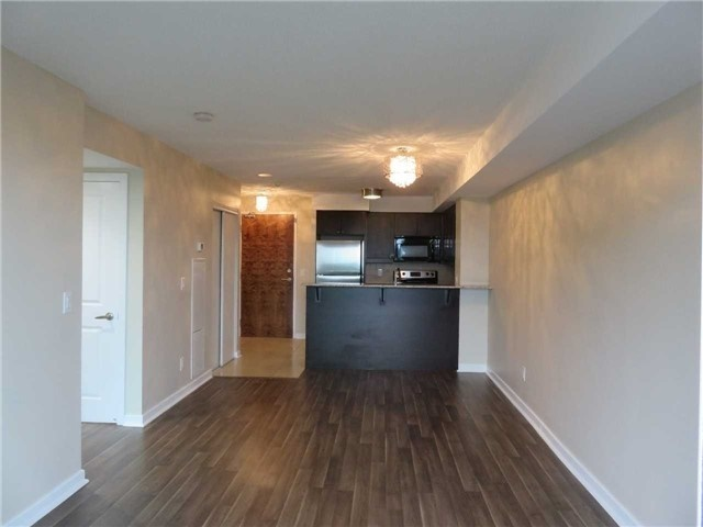 Condo Apartment at 1235 Bayly St, Unit 714, Pickering, Ontario. Image 4