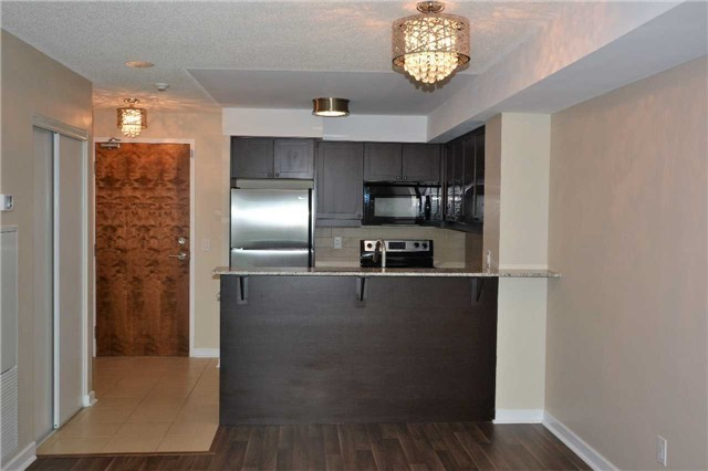 Condo Apartment at 1235 Bayly St, Unit 714, Pickering, Ontario. Image 6