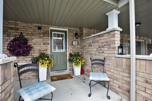 Townhouse at 1786 Carousel Mews, Pickering, Ontario. Image 1