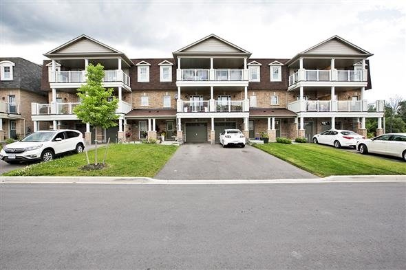Townhouse at 1786 Carousel Mews, Pickering, Ontario. Image 12