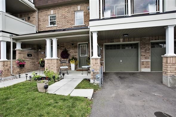 Townhouse at 1786 Carousel Mews, Pickering, Ontario. Image 14