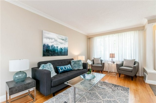 Detached at 122 Tower Dr, Toronto, Ontario. Image 9