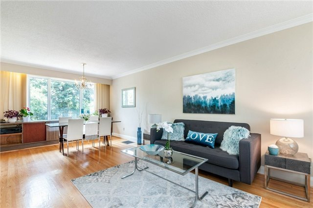 Detached at 122 Tower Dr, Toronto, Ontario. Image 11