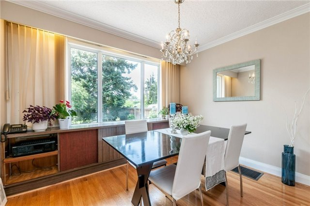 Detached at 122 Tower Dr, Toronto, Ontario. Image 12