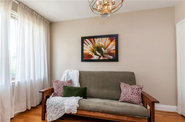 Detached at 122 Tower Dr, Toronto, Ontario. Image 15