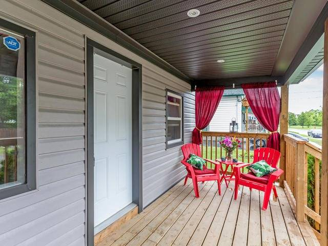 Duplex at 272 Haig St, Oshawa, Ontario. Image 12