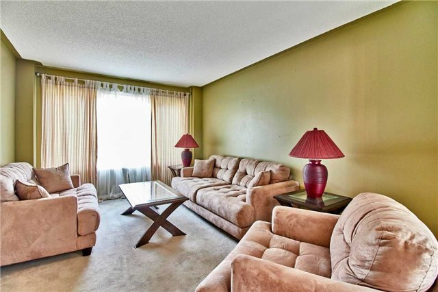 Detached at 7 Donald Wilson St, Whitby, Ontario. Image 15