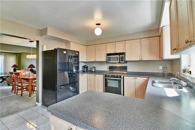 Detached at 7 Donald Wilson St, Whitby, Ontario. Image 18