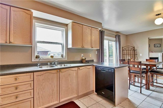 Detached at 7 Donald Wilson St, Whitby, Ontario. Image 19
