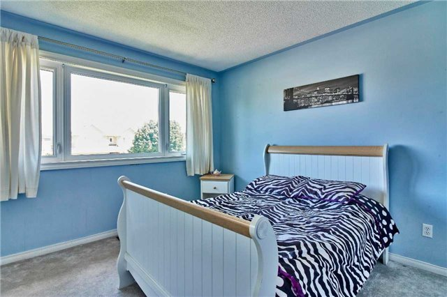 Detached at 7 Donald Wilson St, Whitby, Ontario. Image 8