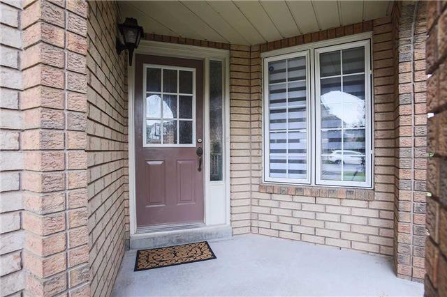 Detached at 63 Jays  Dr, Whitby, Ontario. Image 12