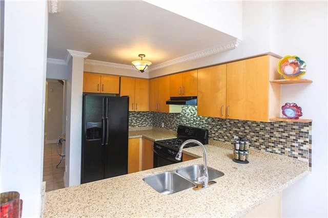 Detached at 63 Jays  Dr, Whitby, Ontario. Image 16